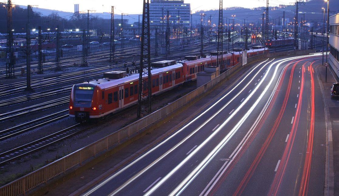Bahn Auto Berufspendler Berufsverkehr