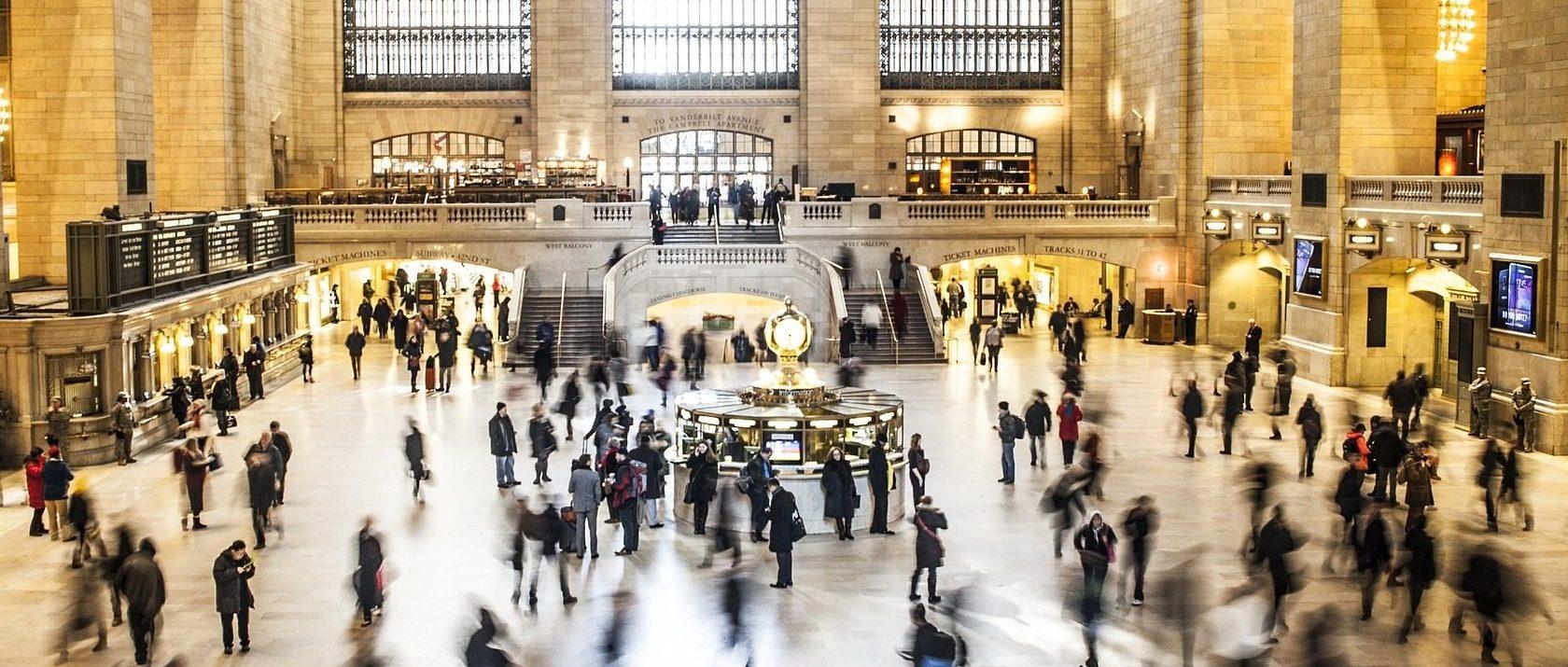 Menschen in der Grand Central Station Halle
